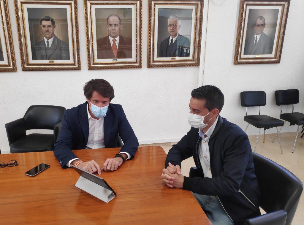 VISITA DEL DIPUTADO PROVINCIAL DE RESIDENTES INTERNACIONALES, JUAN DE DIOS NAVARRO CABALLERO